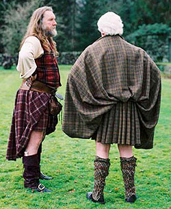 Here is an example of two scotsmen wearing great kilts